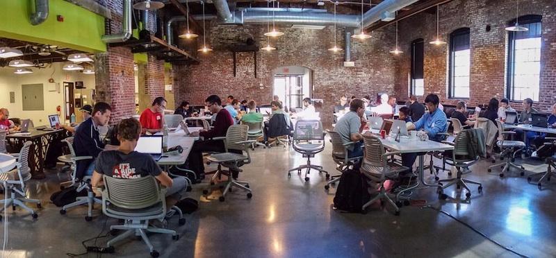 จัด hackathon ให้พนักงานใน office มาเสนอ idea ให้บริษัทอยู่รอด