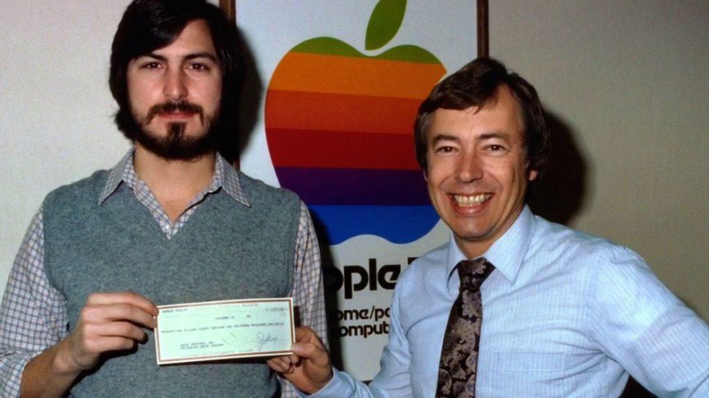ไมค์ มาร์คูล่า ผู้ซึ่งเป็นคนลงทุนแรก ๆ ของ apple ก็ต้องเดินจากไปจากตำแหน่งในกรรมการ