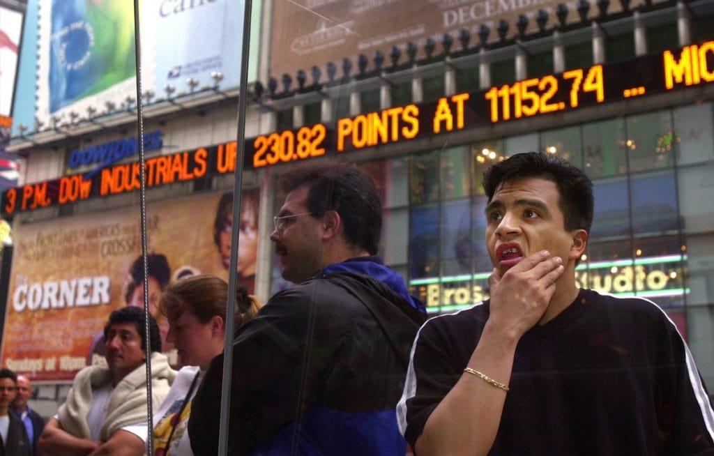 เกิดฟองสบู่ดอทคอมแตกในปี 2000 ตลาดหุ้นแนสแด็กล้มครืน