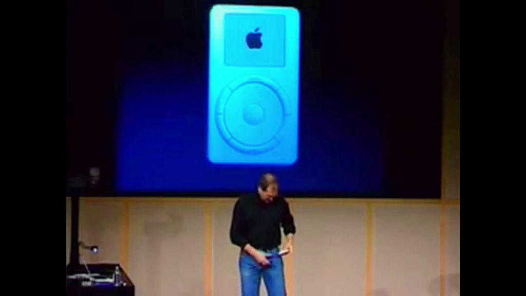 นาที ที่จ๊อบส์ หยิบ เจ้า iPod ออกมาจากกระเป๋า