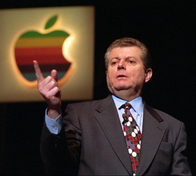 เอเมลิโอ นำพา apple ลงเหว กลายเป็นบริษัทไร้อนาคต
