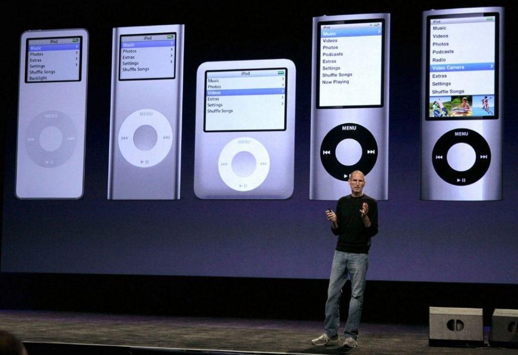 จ๊อบส์ ได้พยายามสร้างนวัตกรรมใหม่ให้ iPod มาทุก ๆ ปี โดยมีหลากหลายรุ่นมาก