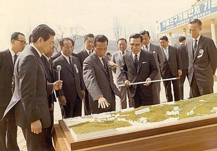 ท่านประธานาธิบดี ปาร์ค ต้องการให้เกาหลีเติบโตให้เร็วที่สุด