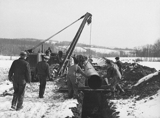 ท่อส่งน้ำมัน สุดยอดนวัตกรรมของ Rockefeller