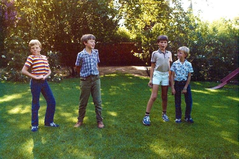 อีลอน มัสก์ ในสมัยเด็ก มักอยู่แต่กับญาติพี่น้องเท่านั้น