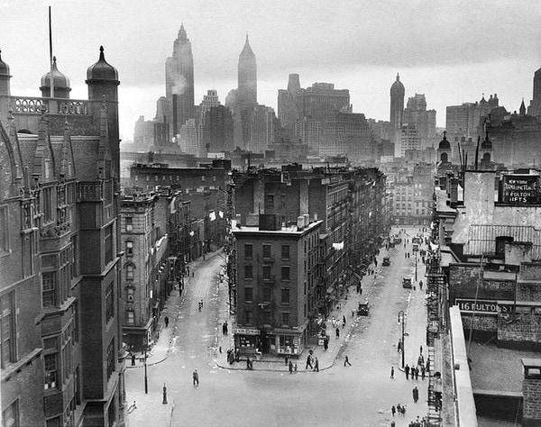ตึกระฟ้าจำนวนมากมายในเมืองใหญ่ ๆ โดยเฉพาะนิวยอร์ก