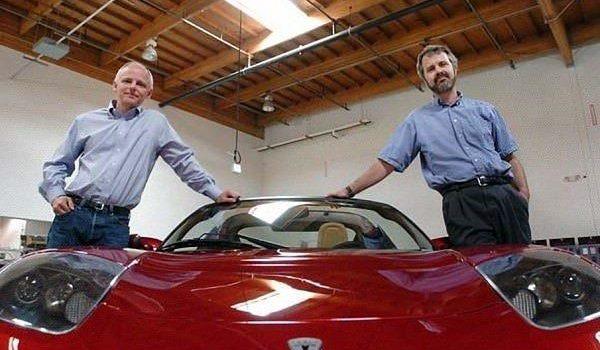 สองคู่หูผู้ตกหลุมรักรถยนต์ไฟฟ้า