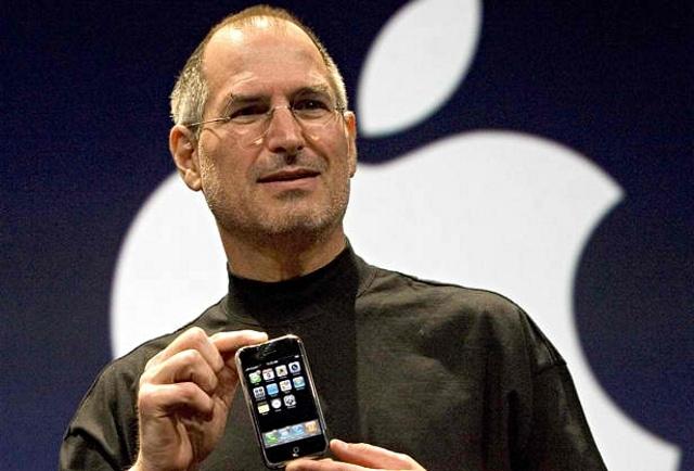 การเปิดตัว iPhone ของสตีฟ จ๊อบส์ในปี 2007 เป็นจุดเปลี่ยนสำคัญของอุตสาหกรรมมือถือในอเมริกา