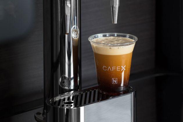 กาแฟพร้อมเสริฟ และที่สำคัญไม่ต้องทิป