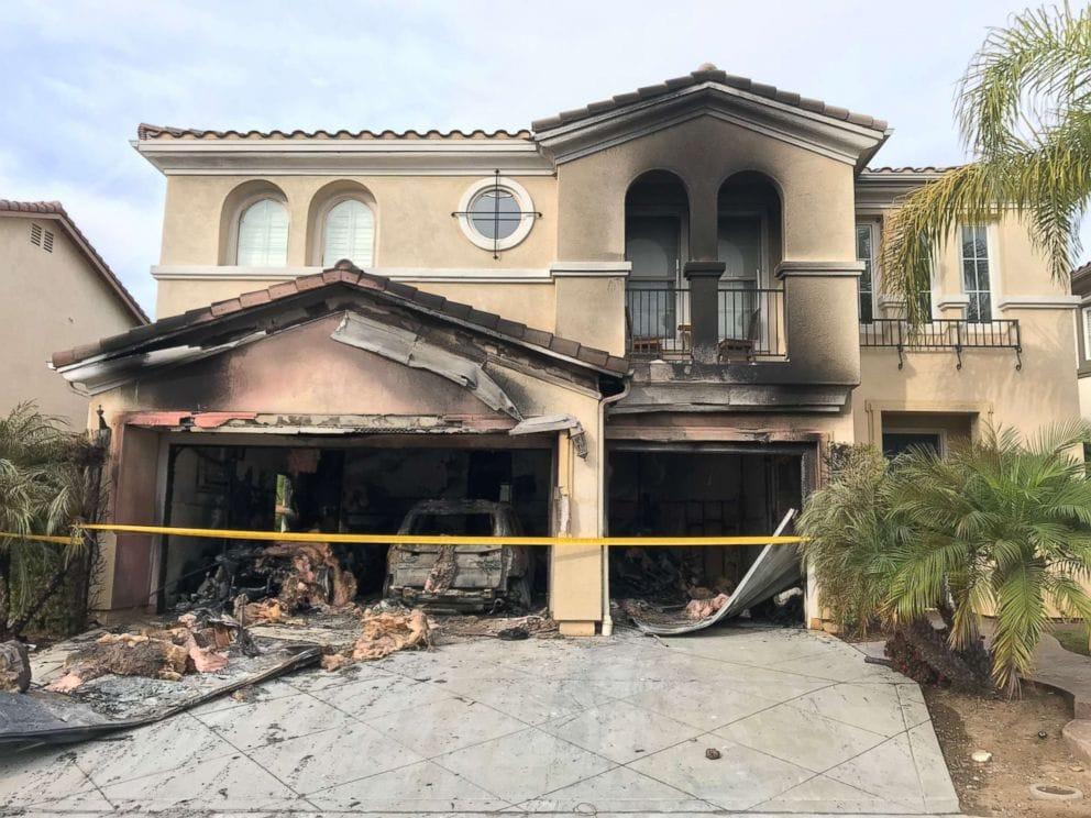 บ้านซานดิเอโก ของลอร่าโอห์มถูกไฟไหม้หลังจากที่ BMW X5 2014 ของเธอติดไฟขณะที่เธอบอกว่ากำลังจอดในโรงรถของเธอ