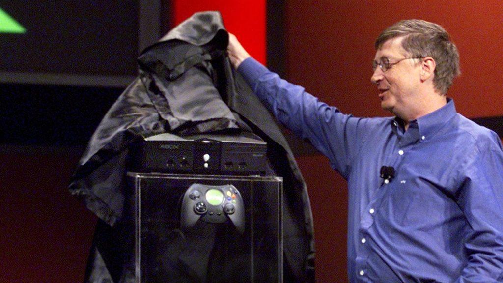 บิลล์ เกตส์ เปิดตัว Microsoft Xbox รุ่นแรก ลุยสู่ธุรกิจบันเทิงแบบดิจิตอลเต็มตัว