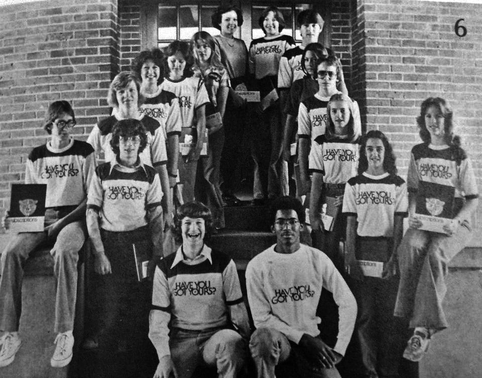 Cook (ล่างซ้าย) สมัยเรียนมัธยมในรัฐ Alabama