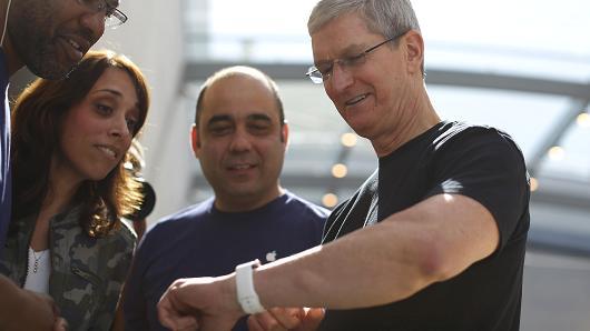 Tim Cook กับผลงานของเขาอย่าง Apple Watch