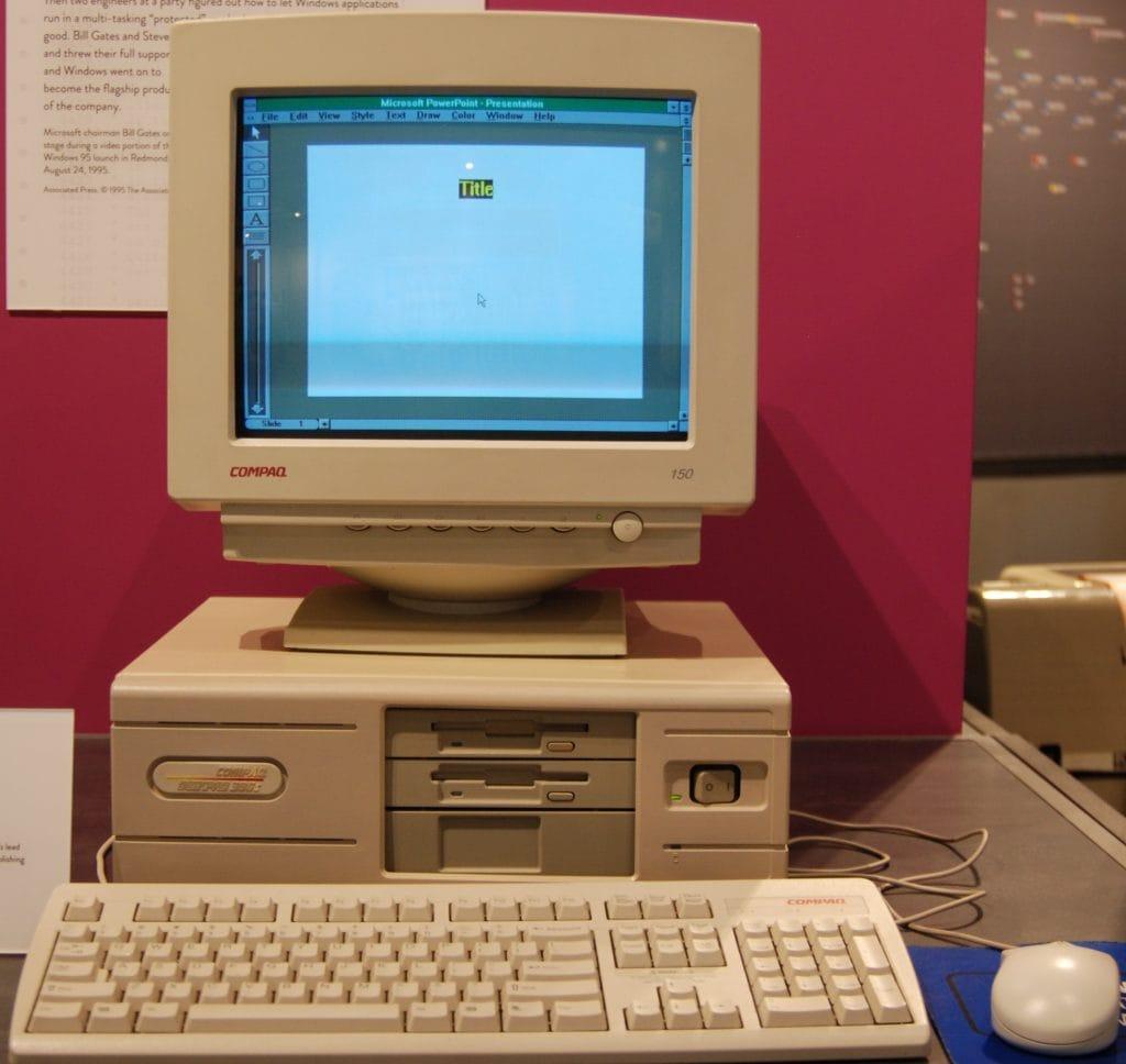 Compaq ที่เป็นผู้ผลิตอันดับต้น ๆ ในขณะนั้น ยังไม่กล้าขัด Microsoft