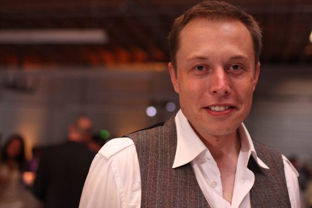 เคยขับเขี่ยวกับ Elon Musk ใน Paypal
