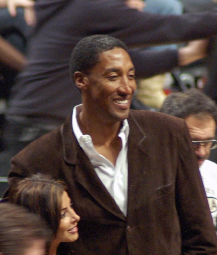 เพื่อนร่วมทีมคนสำคัญอย่าง Pippen ก็ออกจากทีมไปในฤดูกาล 1999