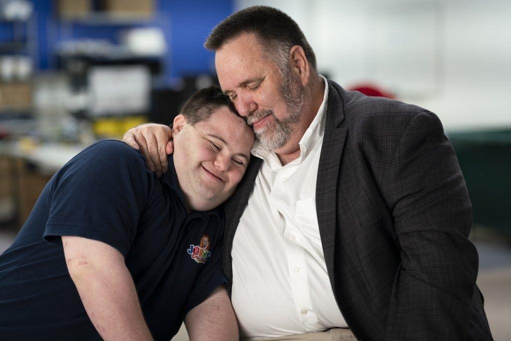 John กับ Mark Cronin ที่ต้องสู้ร่วมกันเพื่อก่อตั้ง John's Crazy Socks
