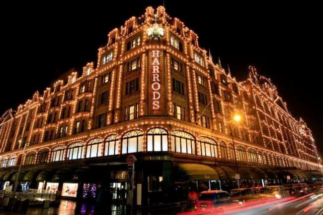 ห้าง Harrods ใจกลางกรุงลอนดอนที่เหล่าเศรษฐีจากอ่าวมักจะแวะมาช็อปปิ้ง
