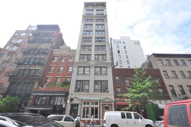 University Place กับอาคารเจ้าปัญหาที่ Adam เป็นเจ้าของเสียเอง (CR:TheRealDeal.com)