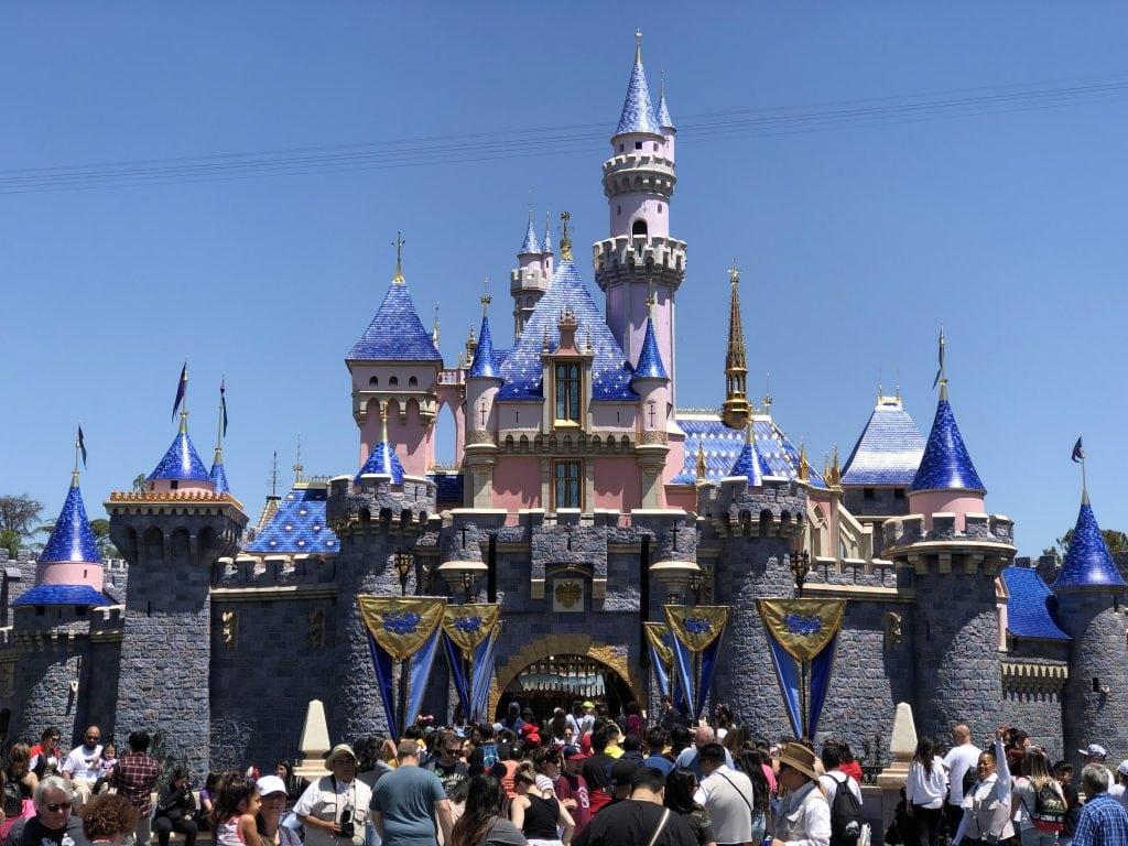 เครื่องจักรทำเงินที่แท้จริงของ Disney ด้วยการสร้างฐานแฟนเพิ่มเพิ่ม Disney Plus (CR:wikipedia.org)