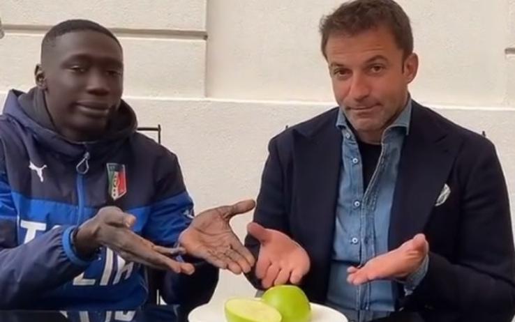 ปรากฏตัวพร้อมกับ Alessandro Del Piero นักฟุตบอลในตำนานของทีม Juventus