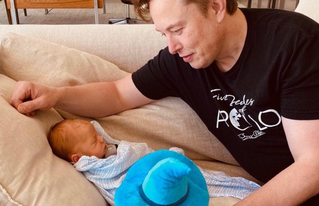 Musk ได้ประกาศให้กำเนิดลูกชายซึ่งเขาและ Grimes ได้ตั้งชื่อว่า X Æ A-12 (CR:PinkNews)
