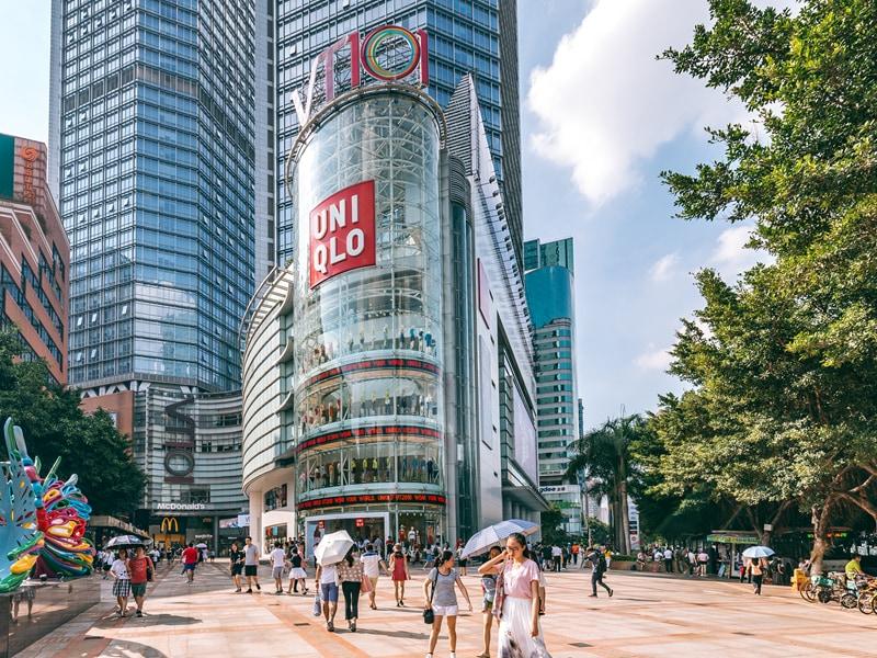 อีกหนึ่งตลาดใหญ่ที่สำคัญที่สุดของ Uniqlo คือประเทศจีน (CR:dichanddadang.com)
